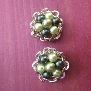 Vintage green bead gold chain nest clip on earring